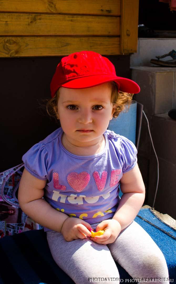 Девочка в кепке