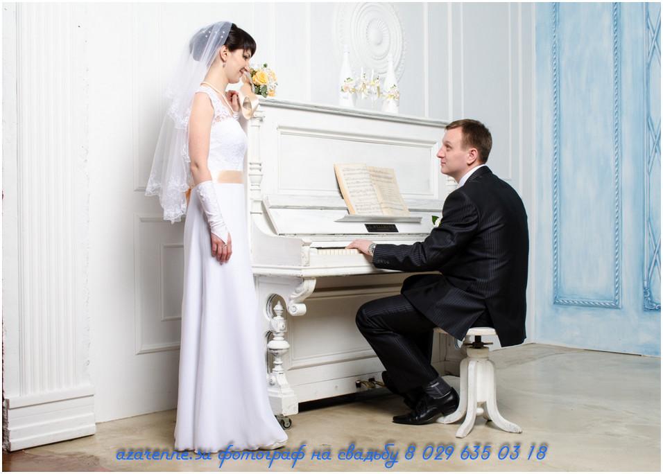 Жених играет на рояле