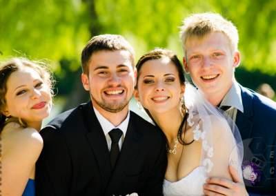 Свадебные счастливые молодожены