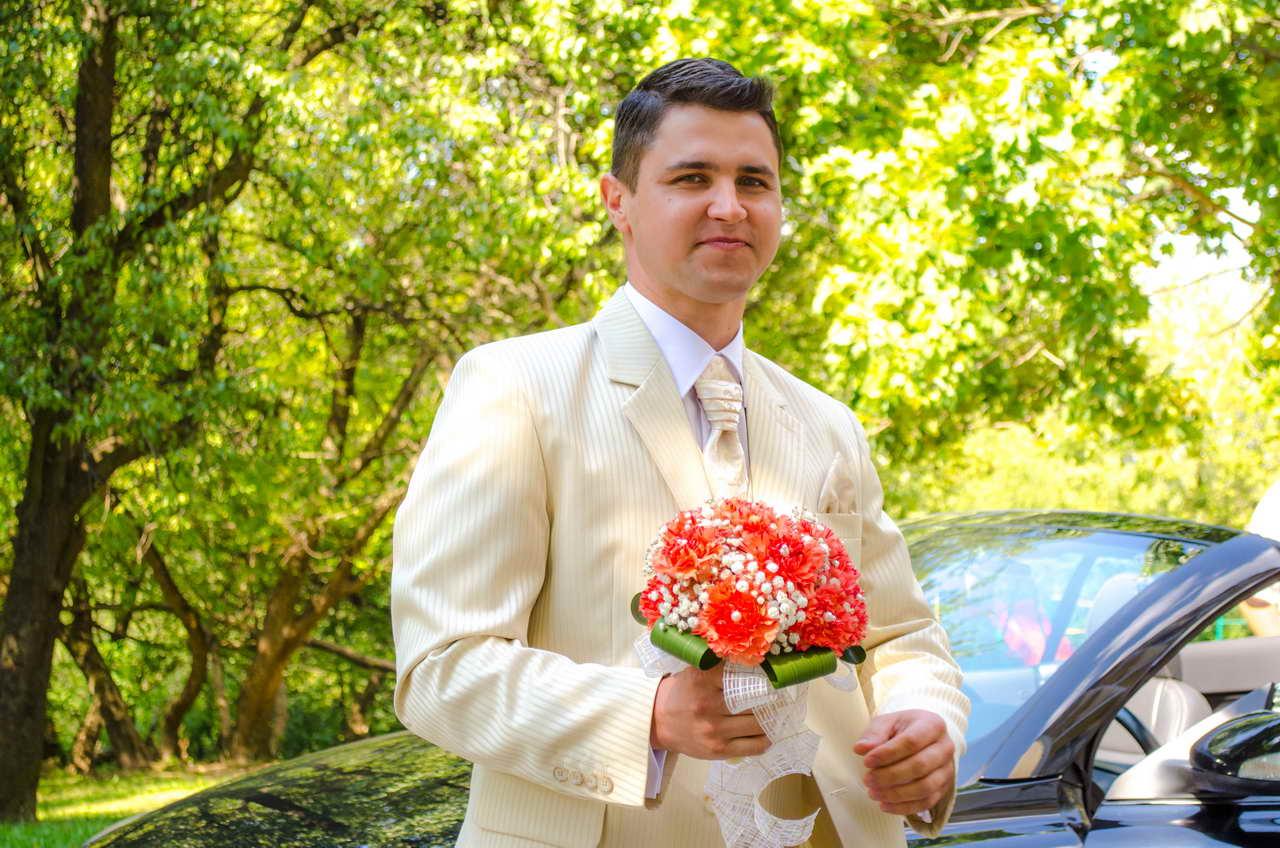 Жених идет встречать невесту