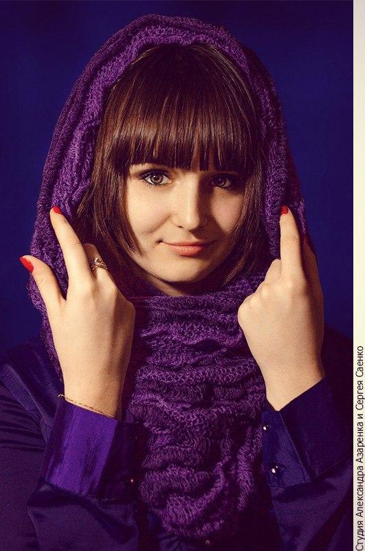 портретная съемка девушки с шарфом
