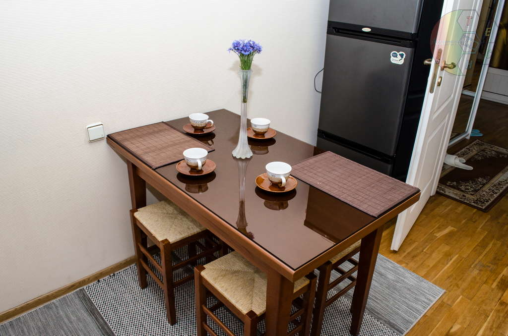 Стол в квартире на сутки