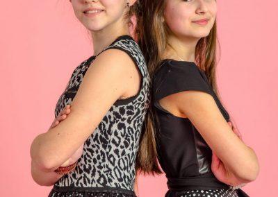 Фотосъемка подростков и выпускников на розовом фоне